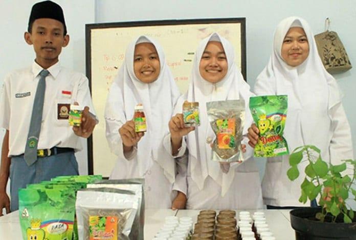 Siswa-Madrasah-obat-herbal-asam-urat-kolesterol